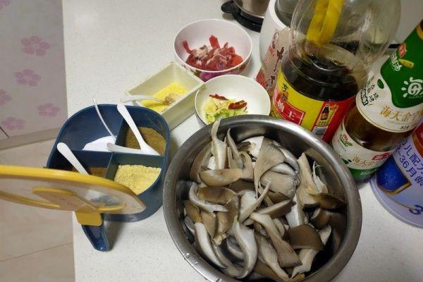 肉炒蘑菇,承包今日小食光第一步